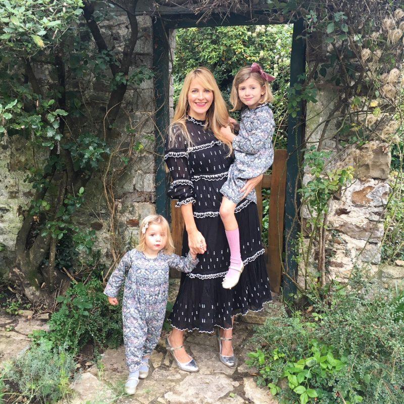 Sarah-tomczak-and-daughters