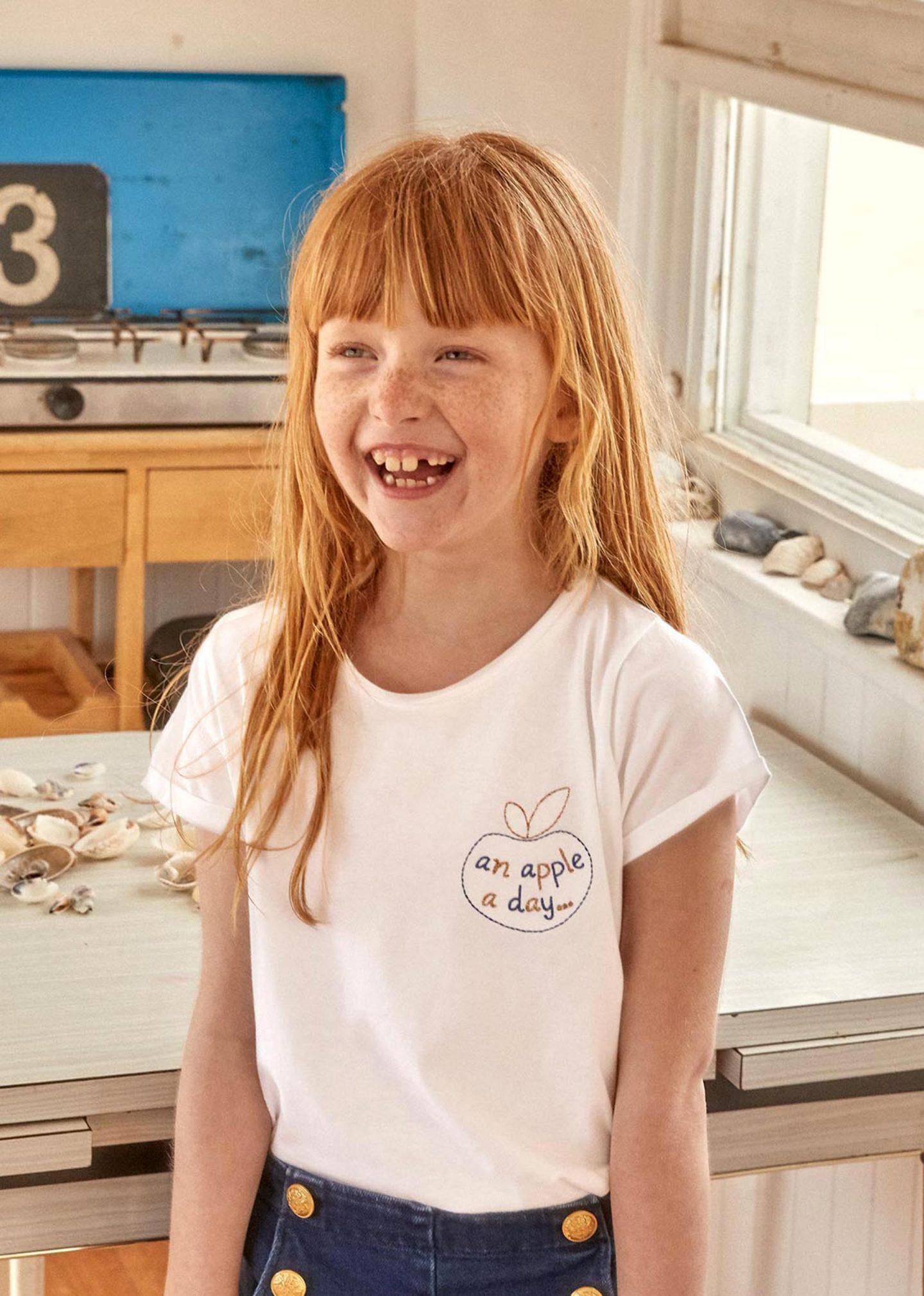 girl-in-apple-t-shirt