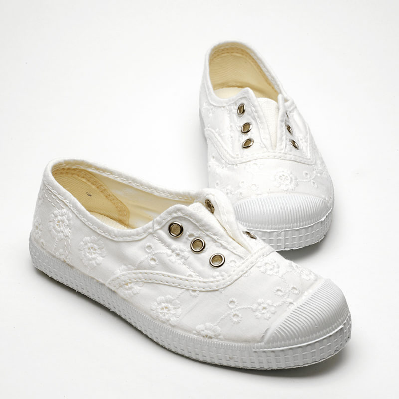 kids-broderie-canvas-shoes