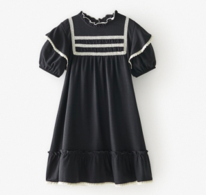 Contrasting embroidery dress