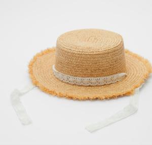 Girls straw hat wit ribbon